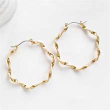 Simple atmospheric metallic big earrings Fashion geometric twist round 2018Ms delicate decorations wholesale