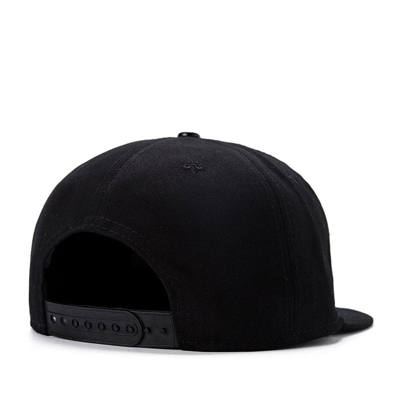 black snapback hat 02
