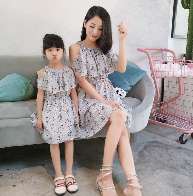 032aaff41a82 2018 Summer Matching Mother Daughter Dresses Family Clothing Mom   Daughter  Chiffon Beach Dress Baby Mommy