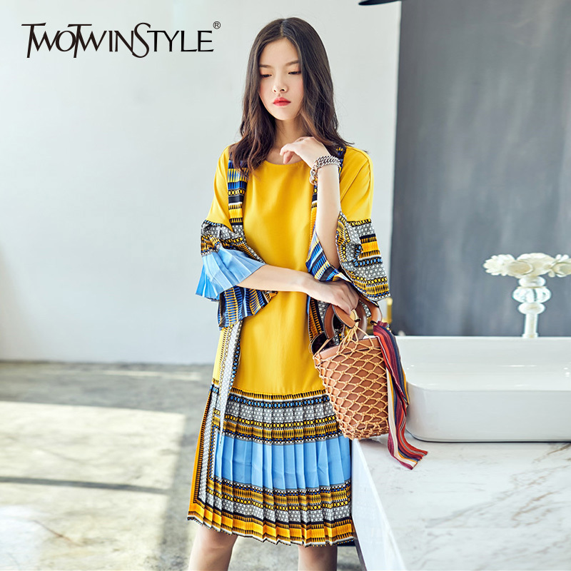 TWOTWINSTYLE Pleated Dress Female 2018 O Neck Theree Quarter Flare Sleeve Hit Color Loose Summer Dresses For Women Vintage New