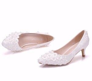 """Image 2 - קריסטל מלכת לבן ואגלי פרחי נעלי חתונה עקבים גבוהים 5 ס""""מ עקבים כלה משאבות נעליים נעלי נשים מסיבת הערב נעלי"""