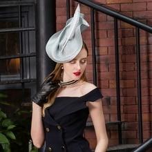 Лоскутная Pillbox шляпа свадебное платье шляпа Винтаж Fedora дамы элегантный перо Sinamay База невесты жокейская Клубная шляпа B-8176