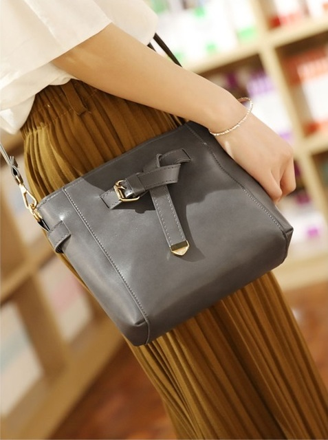 Free shipping, 2018 new woman handbags, Korean version shoulder bag, woman messenger bag, tassel bucket bag, four sets flap.