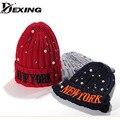 [Dexing] cubierta de la bola de base gruesa caliente oídos estrella perlas newyork sombrero mujer Otoño Invierno Primavera Otoño Señora Amantes de Los Hombres Gorros de Punto Cap