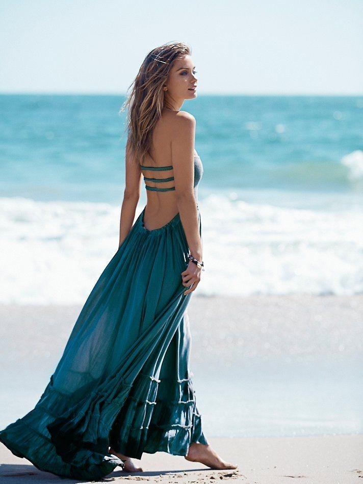 Populaire logo couleur peint son coton suspendus cou robe de plage que essuyer une poitrine vacances pose longue jupe et cheville
