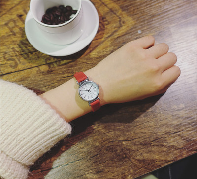 Fashion trend couple watch male middle school Korean version of the simple casual men's female table 2018 new high quality mshg alligator skin new female bag korean version of the trend of hand painted handbags european and american fashion middle age