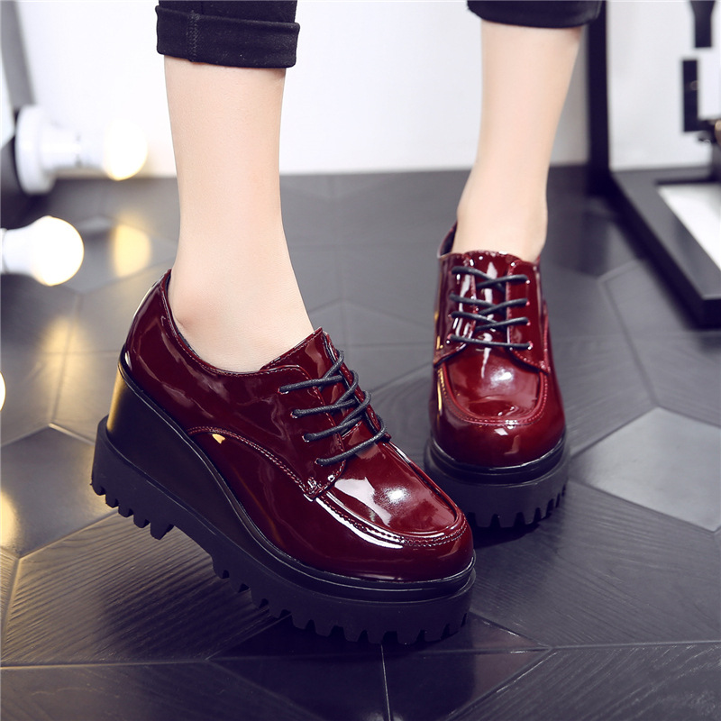 ФОТО 2017 new spring women black patent leather platform shoes for fashion round toe casual shoes lady brand lace-up shoes