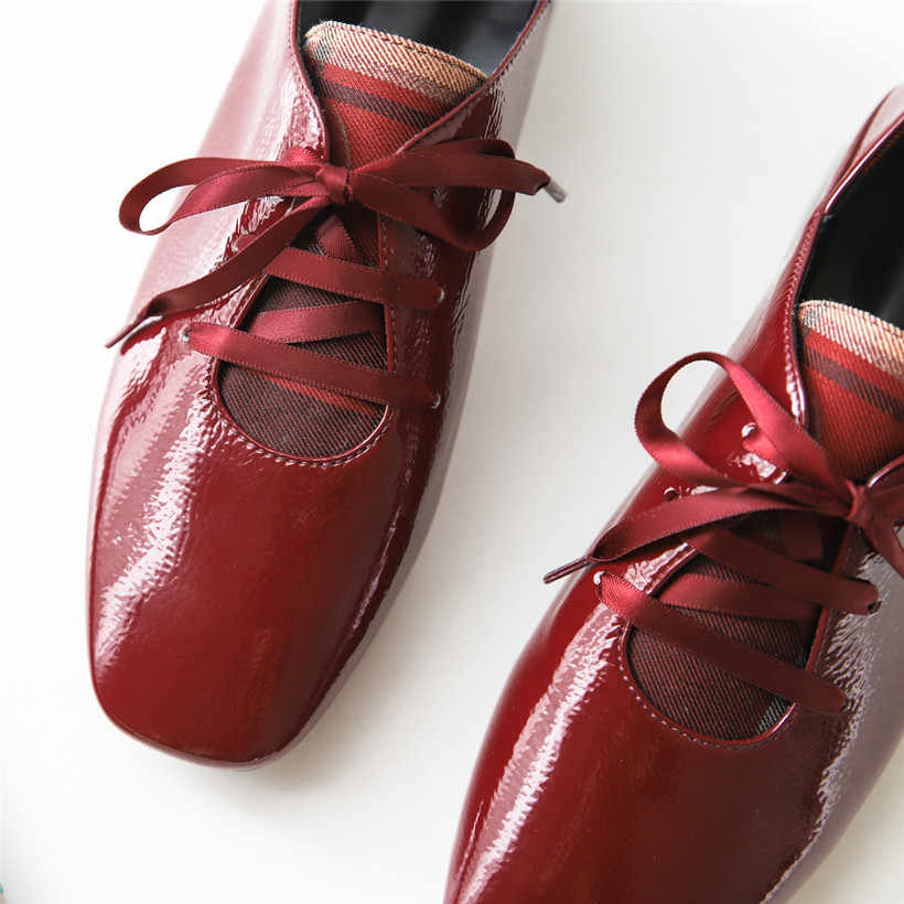 בריטי נשים Derbies אדום מיקרופייבר טלאי בוהן מרובע דירות רטרו Riband שרוכים פרדות מזדמנים אוקספורד גבירותיי נעליים
