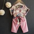 2016 Niños Del Verano Ropa de Las Muchachas Rosadas Florales camisetas Pantalones de la Correa Ocasional Arropa Los Juegos 2 unids de Impresión Twinset