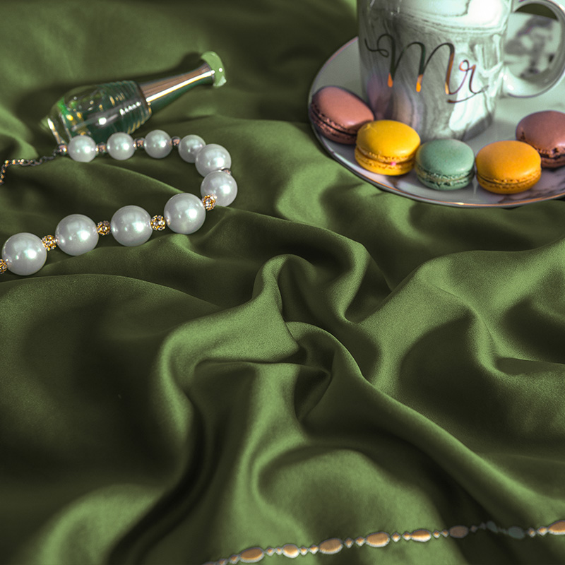 (9)  White silver cotton imitate silk luxurious Bedding Set queen king measurement mattress set Bedsheets linen Europe embroidery Quilt cowl set HTB1CNtueIUrBKNjSZPxq6x00pXao