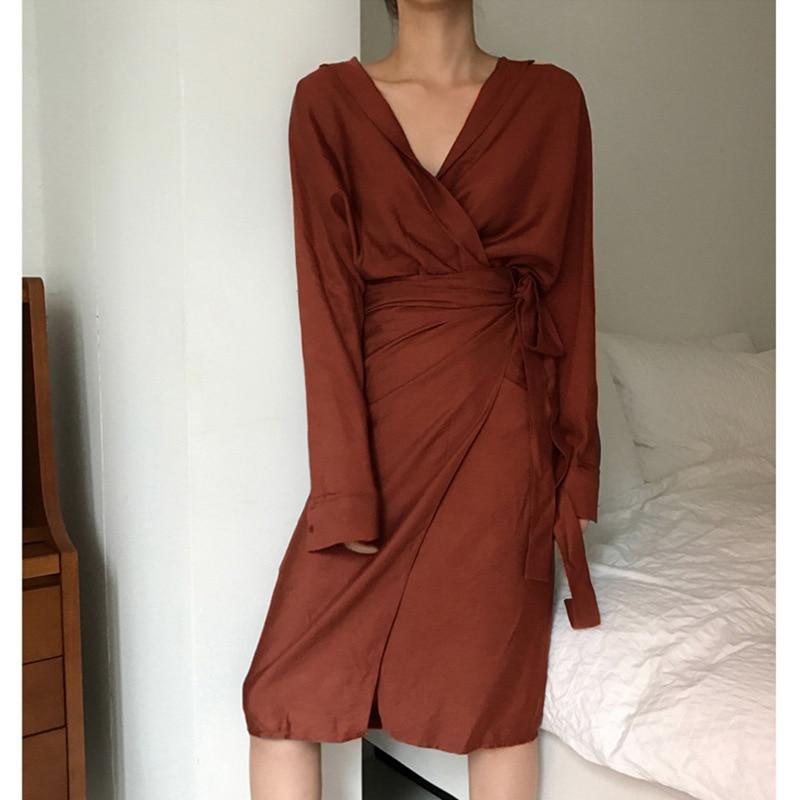[EAM] 19 New Autumn Winter V-Neck Long Sleeve Waist Bandage Loose Big Size Temperament Dress Women Fashion Tide JU356 9