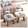 Tamborete De Madeira Sólida moderna Fezes Tecido de Linho Sólida Para Crianças Criativas Pequena Cadeira de Tecido Lavável Sofá Banco Rodada 28*28*20 cm