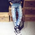 2017 Hombres de la Marca Jeans Light Blue Mens Joggers Pantalones Del Verano Ocasional Delgado Ripped Jeans Homme Moda Apenada Denim Jeans Motorista