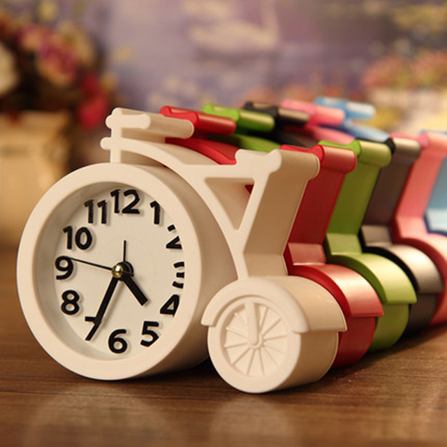 Creative Silent Alarm Clock Night Light Europe Retro  Bedside Clock Desk Vibrating Alarm Mechanical Wecker Table Clocks 70A0086