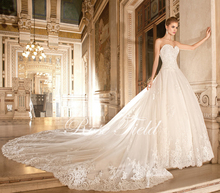 SL-020398 Luxurious A-line Sweetheart Appliqued Lace Detachable Cathedral Train Wedding Dress