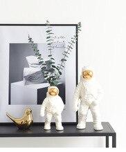 北欧宇宙飛行士花瓶セラミック花瓶卓上スペース男彫刻ホームデコレーションアクセサリー現代のリビングルームの装飾花瓶