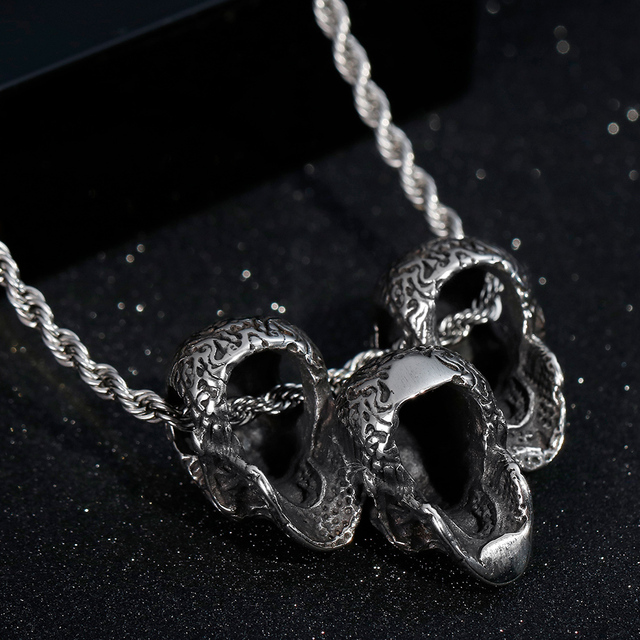 STAINLESS STEEL THREE SKULL HEADS NECKLACE