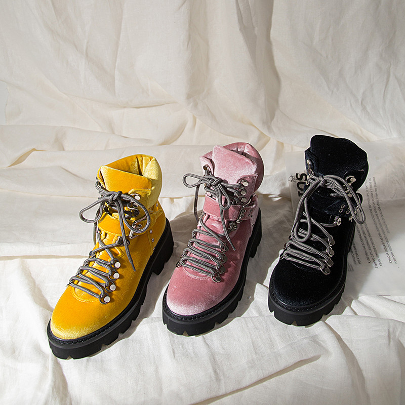 woman dr martin boots (11)