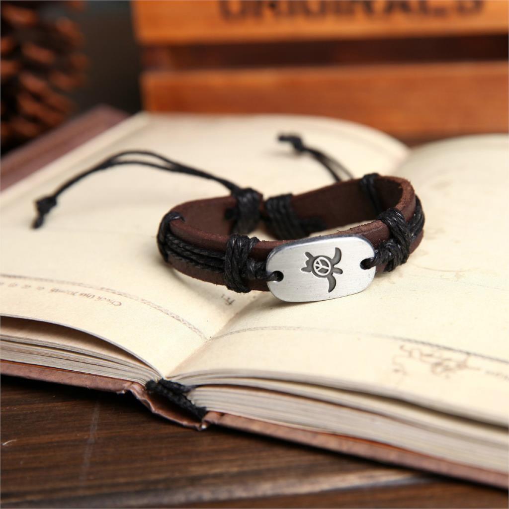 black hand crafted leather sea turtle bracelet-2