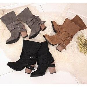 Image 4 - נשים מגפי אופנה בוהן עגול נשים חורף מגפיים נוח כיכר העקב צאן נעלי נשים חגורת קישוט אמצע עגל מרטין מגפיים