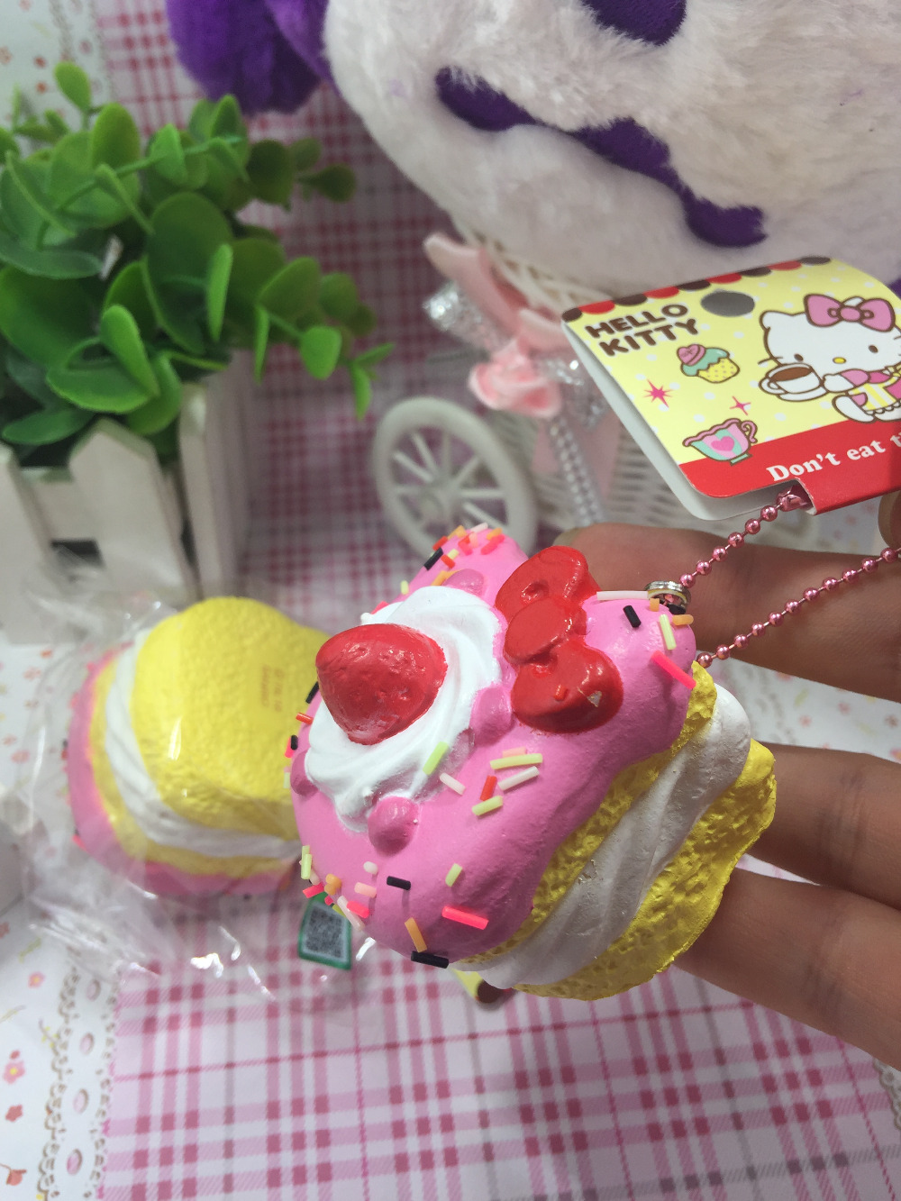 Hello Kitty Squishy Cake And Stand : New 1PCS hello kitty squishy sweet cake squishy phone charm pink cell phohe Strap Squishies ...