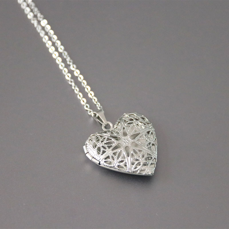 1pc Cut Heart Pendant Necklace Stainless Steel Simple Love Locket Necklaces Women Kids Fashion Memorial Jewelry locket
