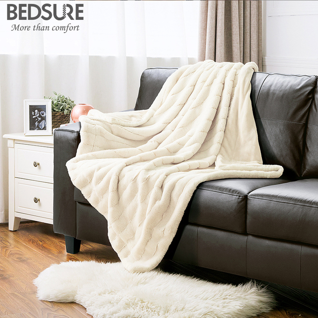 Bedsure Jacquard Rabbit Soft Faux Fur Blanket Warm PV Fleece Blankets Throw  On Sofa Bed Plane