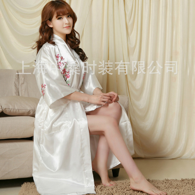 4 colors ladies robes satin bath robe embroidery clubs bamboo night