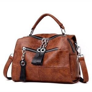 Image 2 - 2019 럭셔리 부드러운 가죽 핸드백 여자 가방 디자이너 여자 작은 플랩 가방 레트로 Crossbody 가방 여성을위한 다기능 가방 사크