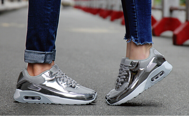 2017 Professional Running Shoes for women High Quality Sneakers Outdoor comfort Flying men Breathable Mesh Sports Shoes basket