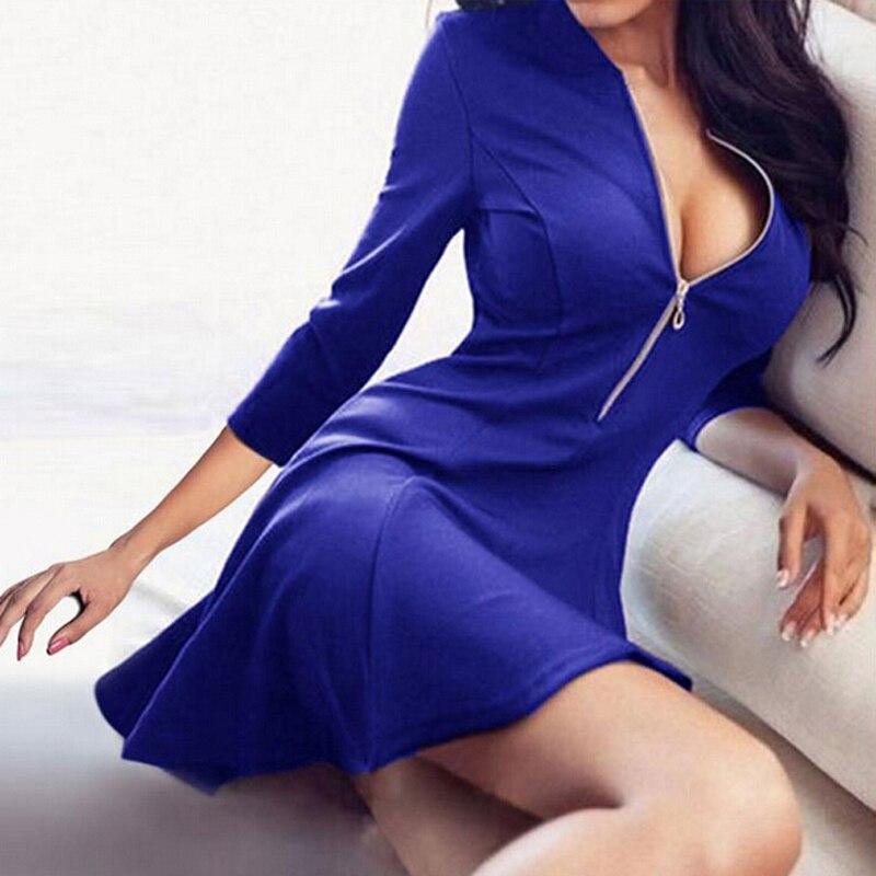 Пикантное платье с вырезом фото