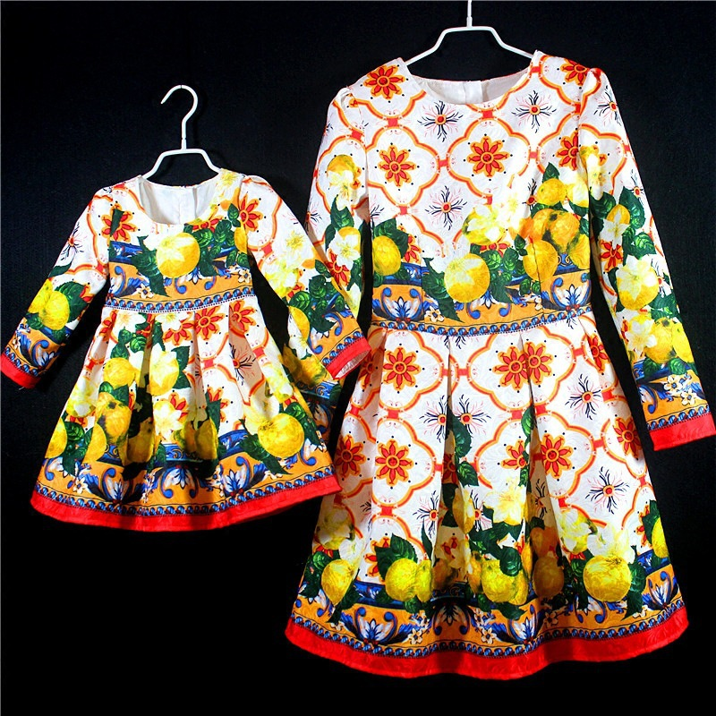 2018 Rome Style Mother Daughter Dresses Long Sleeve Coats Sweaters Mom Baby Outfits Mommy and Me Girl Dress Family Look Clothes mommy and me mother daughter dresses apple fruit autumn winter long sleeve mom and daughter dress family matching outfits coat