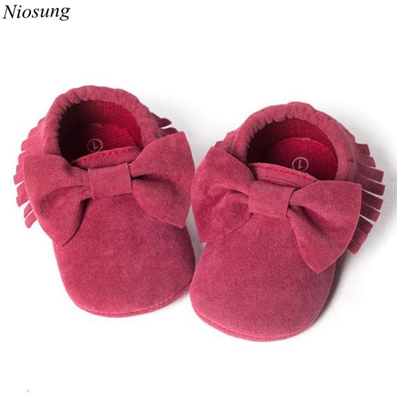 7948b1192 Niosung سرير الشرابة الترتر حذاء طفل لينة وحيد حذاء طفل عارضة الأحذية الرضع  الأولى حمالات أحذية أطفال هدية 4 ألوان v