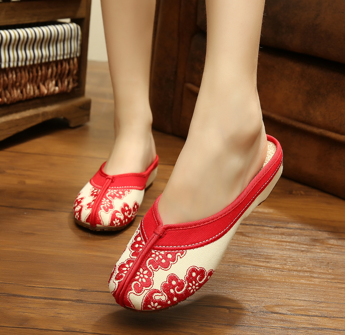 2016 National Women Shoes Old Beijing Mary Jane Flats With Casual Shoes Chinese Style Embroidered Cloth Shoes Woman Plus Size