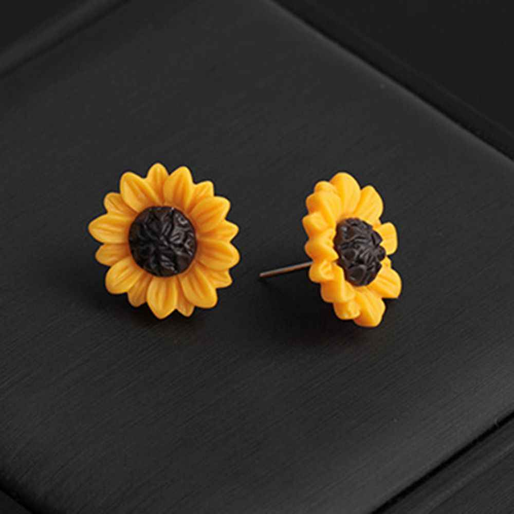 New 1 Pair Golden Sunflowers Earrings For Women Fresh Charming Lovely Cute Simplicity Style Daisy Flower Trendy Ear Studs