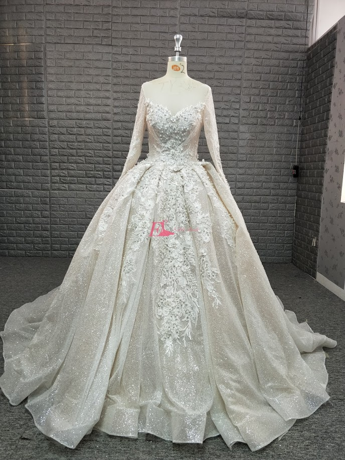 Luxury Dubai Long Sleeve Wedding Dresses 2019 Shiny Fabric Pearls Ball Gown Cathedral Long Train Bridal Gowns Robe de mariage