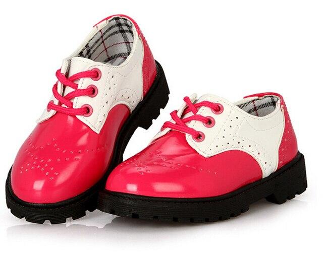 Оптовая продажа доставка-детская обувь черный и белый детской обуви для детей кожи на шнурках 5 пар / л