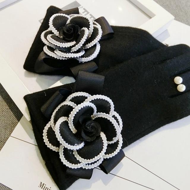 2020 Brand Gloves Winter Women Gloves Cashmere Mittens Female Big Flower Warm Wool Gloves Women Driving Gloves 3
