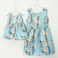 Семья clothing brand персик цветочным принтом форма мать и девочек соответствия платья партии подходит платье женщины Без Рукавов подходят платья