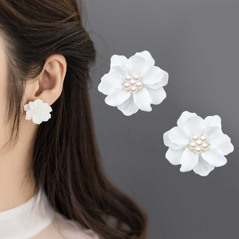 Allergy Free Exquisite Gifts Women And Girls  1Pair High Quality Unique Graceful  Fashion Big White Flower Earring