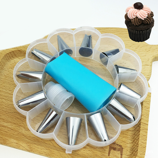 14Pcs/Set  Icing Piping Cream Pastry Bag Nozzle Set DIY Cake Decorating Set Stainless Steel Nozzle Set with Collecting Storage   3