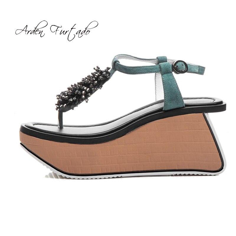 Arden Furtado 2019 zomer hoge hakken 7 cm swing hakken wiggen platte platform schoenen vrouw crystal rhinestone meisjes toevallige sandalen-in Hoge Hakken van Schoenen op  Groep 1