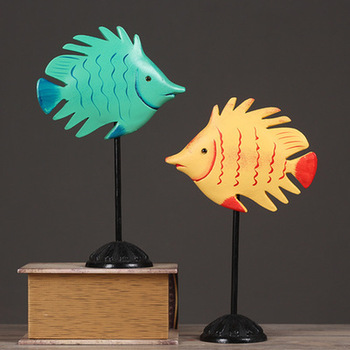 Solid wood carving kissing fish ornament striped fish home accessories home short tail fish LU530500