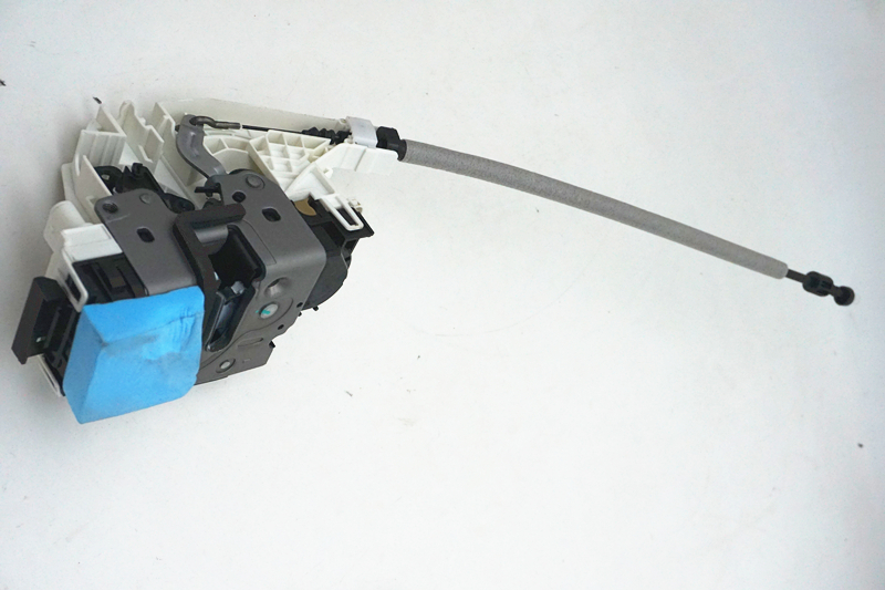 A2047201535 2047201535 CAR FRONT LEFT DOOR LOCK For MERCEDES W204 W211 W212 X204 2007 2014