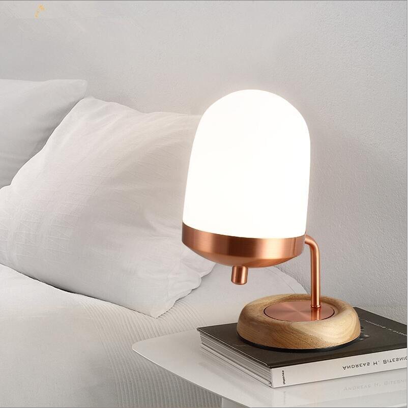 Işıklar ve Aydınlatma'ten Sıra Lambaları'de Endüstriyel ahşap taban bakır renk buzlu beyaz cam gölge masa lambası masa lambası E14 led AB/ABD on/off fiş cam masa lambaları title=