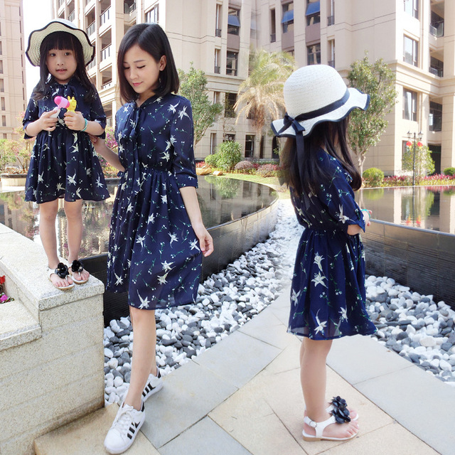Famli 1pc Mom Baby Girl Chiffon Dresses 2017 Family Matching Dress Outfits Summer Fashion Mother Daughter Printed Dress Clothes