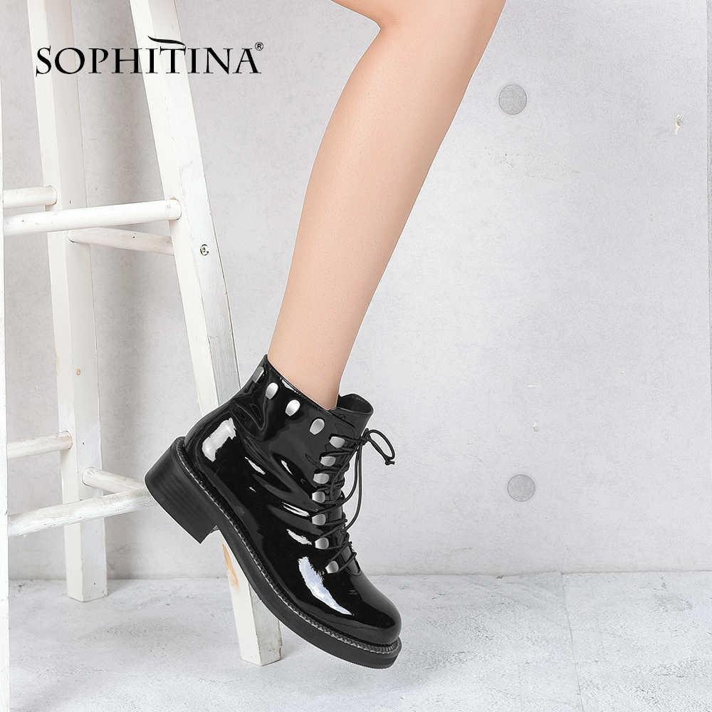 SOPHITINA el yapımı benzersiz kadın yarım çizmeler Patent deri moda çizmeler perçin yumuşak düşük topuklu Retro yuvarlak ayak çizmeler klasik M16