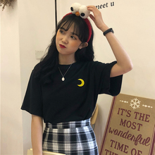 Moon Cute Sailor Moon nowe damskie letnie hafty z krótkim rękawem duże rozmiary luźne topy z okrągłym dekoltem zabawa słodki koreański t-shirt tanie tanio Kobiety Tees Poliester COTTON Na co dzień Dzianiny NONE REGULAR Cartoon O-neck wgnvtx181 ZSIIBO