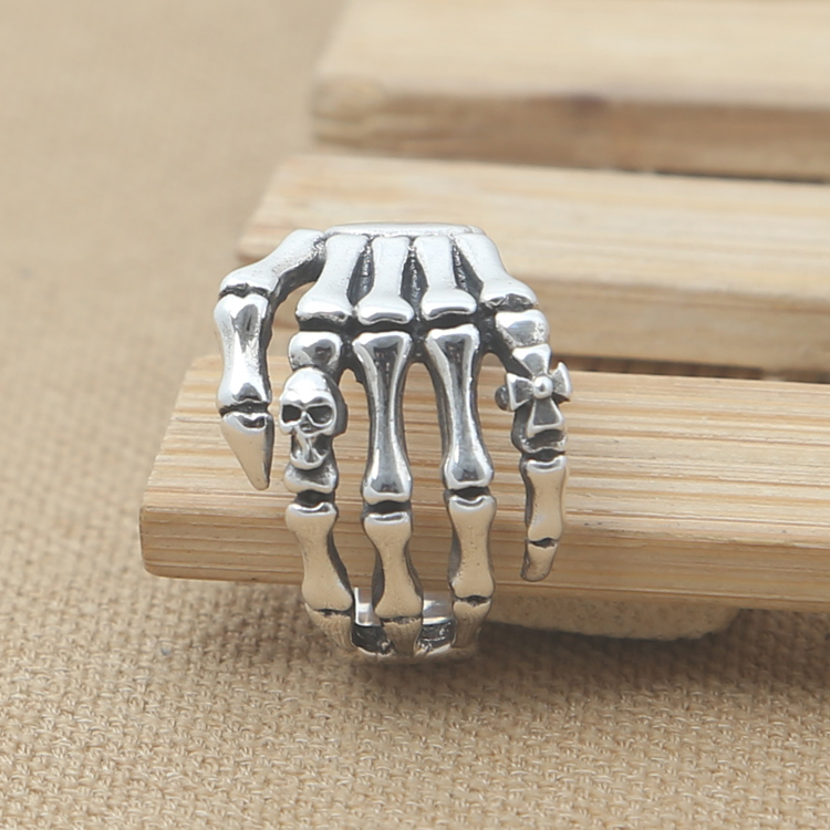 все цены на Wholesale silver jewelry manufacturers S925 grams of punk ghostcrawler death ring silver star man smooth ring
