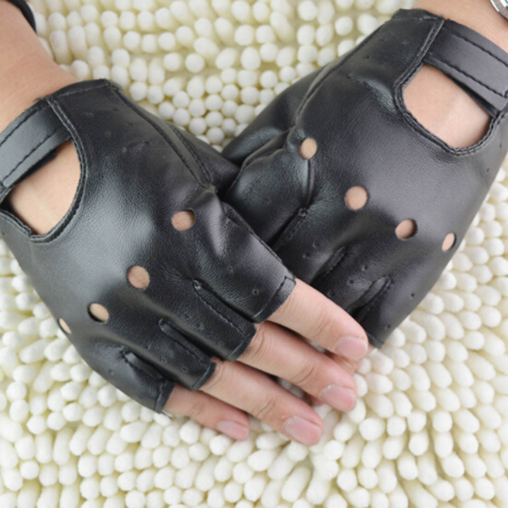 Man Fashion 1pair Boy Gloves Cool Heart Hollow PU Leather Black for Fitness Half Finger Gloves Fingerless Gloves